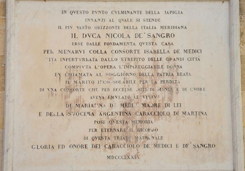 iscrizione marmorea per isabella de' medici nell'atrio hotel casa isabella